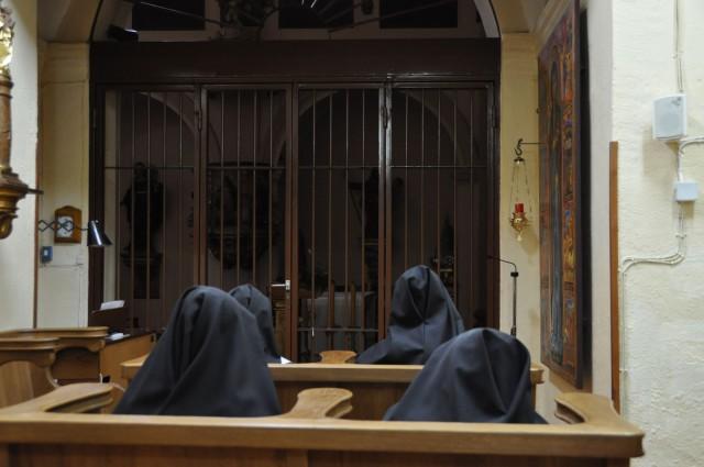 El encuentro con Jesús en el Sagrario es el centro de la vida en el claustro.