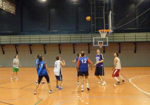 Cientos de estudiantes participan semanalmente en las secciones deportivas de la Universidad San Jorge